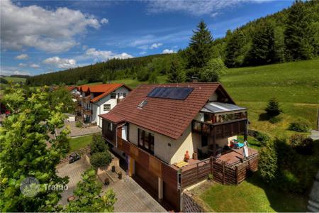 Houses for sale in Baden-Wurttemberg. Spacious house with separate apartment as an office, with garden and parking in Titisee-Neustadt