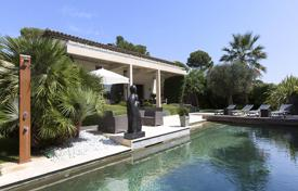 Coastal houses for sale in Antibes. Villa with a Mediterranean garden, a swimming pool and a parking, Cap d'Antibes, Côte d'Azur, France
