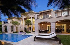 Houses with pools for sale in North America. Luxury residence in Fort Lauderdale, Florida, USA