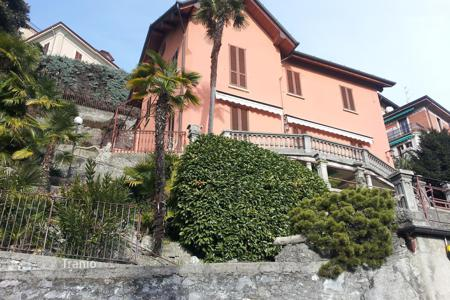 Bank repossessions houses in Southern Europe. Lake Como, glamorous villa in Cernobbio with beautiful lake views, Pb 37