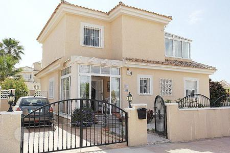 3 bedroom houses for sale in La Marina. 3 bedroom mediterranean-style villa with 500 m² plot in La Marina
