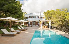 Coastal property for rent in Ibiza. First-class villa overlooking the sea and the pine forest, 300 meters from Cala Jondal beach, Ibiza, Spain