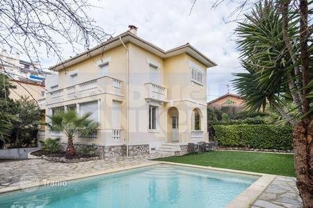 Coastal houses for sale in Cannes. Magnificent property in the heart of Cannes, Basse Californie