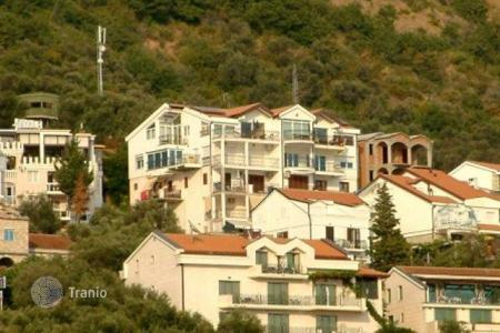 5 bedroom houses by the sea for sale in Budva. Business for sale — Top floor of villa, consisting of 5 apartments, at one of the most desirable locations in Montenegro, at Sveti Stefan
