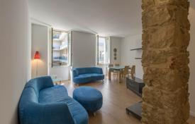 Cheap 2 bedroom apartments for sale in Côte d'Azur (French Riviera). 100 metres from the sea, very nice 3 room furnished apartment in the Carré d'Or