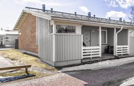 Residential for sale in Vihti. Comfortable townhouse with a veranda and a spacious terrace in the backyard, Vihti, Finland