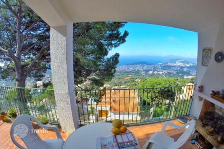 Cheap houses for sale in Costa Brava. House with sea view