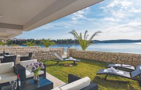 Houses for sale in Dalmatia. Villa first row to the sea