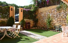 Coastal apartments for sale in Costa del Sol. Beautiful ground floor apartment in Calahonda, just 200 m from the beach