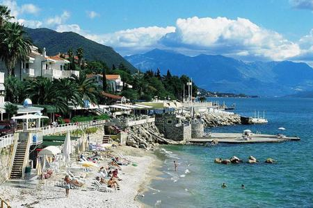 1 bedroom apartments by the sea for sale in Herceg-Novi. One bedroom apartment in Herceg Novi