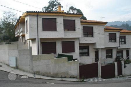 Cheap property for sale in Galicia. Villa – Moraña, Galicia, Spain