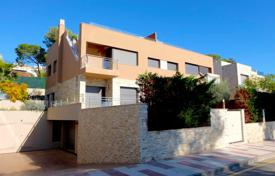 Coastal townhouses for sale in Catalonia. Terraced house – Castell Platja d'Aro, Catalonia, Spain