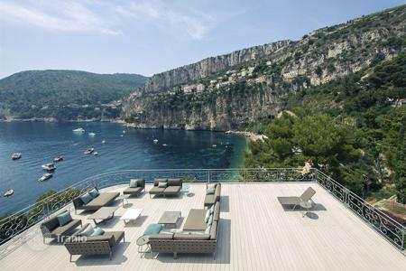 Houses with pools by the sea for sale in Côte d'Azur (French Riviera). FOR SALE: BEAUTIFUL SEAFRONT PROPERTY IN CAP D 'AIL