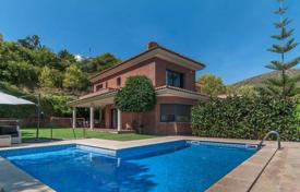 Two-level villa with a pool and a garage in Castelldefels, suburb of Barcelona for 1,299,000 €