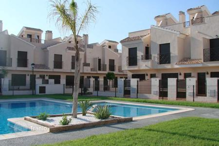 2 bedroom apartments for sale in Murcia. New 3 bedroom quad villa in a complex in San Cayetano
