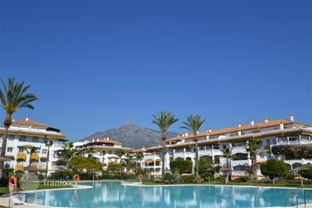 Coastal property for sale in Puerto Banús. Penthouse with a terrace, in a residence with gardens, pools and tennis courts, Puerto Banus, Spain. Excellent investment opportunities!