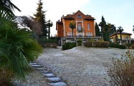 Coastal houses for sale in Lombardy. Villa – Lombardy, Italy