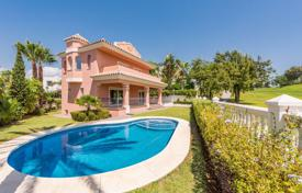 4 bedroom houses for sale in Malaga. Villa – San Pedro Alcántara, Andalusia, Spain