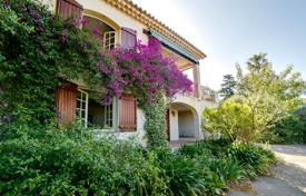 Property for sale in Le Cannet. Spacious villa with a private garden, a parking and sea views, Le Cannet, France