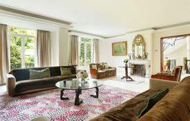 Luxury houses for sale in Paris. Paris 16th District – A superb Hotel Particulier in a private street. Villa Montmorency