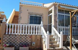 Townhouses for sale in Valencia. Comfortable townhouse with a parking and a barbecue area in a residential complex with a communal pool, Los Altos, Spain