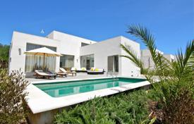 Modern country villa 15 min away from the sea for 650,000 €
