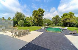 Luxury houses with pools for sale in Saint-Paul-de-Vence. Saint-Paul de Vence — Magnificent Contempory-style villa