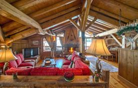 5 bedroom villas and houses to rent in Courchevel. Chalet with a sauna, a bar, fireplaces and an independent studio, near the slope, Courchevel, France