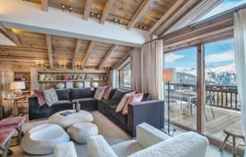 Property to rent in Courchevel. Five-storey chalet with an elevator, a pool, a gym, terraces and a jacuzzi, with access to the slope, in the center of Courchevel, France