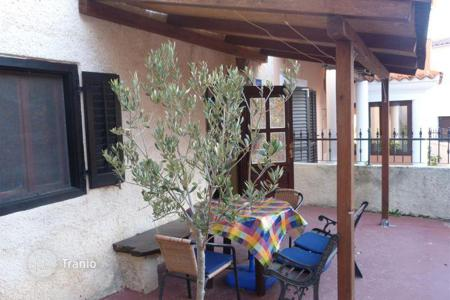 Residential for sale in Premantura. Premantura Old house, three floors, garden, in center of Premantura