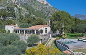 Villas and houses to rent in Cap d'Ail. Beautiful villa in neo-provencal style 2 minutes from Monaco