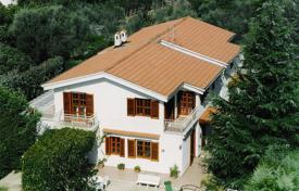 Property for sale in Campania. Three-storey villa with a large garden, in the city center, Massa Lubrense, Italy