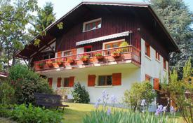 Chalets for sale in Auvergne-Rhône-Alpes. Three-storey chalet with а balcony and а garden, 2 km from the Courchevel-Le-Praz cable car, Courchevel, France