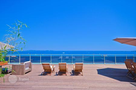Luxury 3 bedroom apartments for sale in Côte d'Azur (French Riviera). Penthouse with large terrace