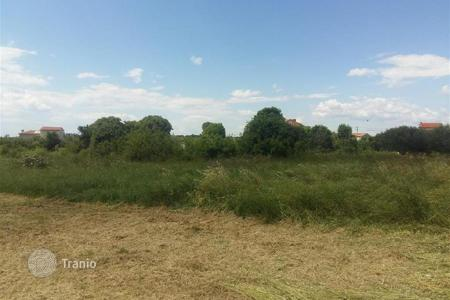Cheap property for sale in Galižana. Building land For sale is a building plot of 1233 sq. m. in the quiet part of Galizana!