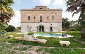 Villas and houses for rent with swimming pools in Apulia. Restored historic estate with a garden and a swimming pool, Cutrofiano, Italy
