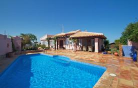 Property for sale in Spain. Mediterranean style villa with a pool, a garden and sea views in Orihuela Costa, Alicante