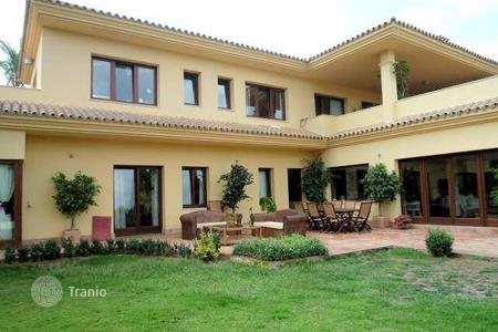 Houses for sale in Castille and Leon. Spacious villa with wonderful views of La Reserva