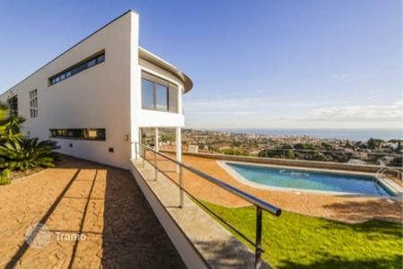 Luxury houses with pools for sale in Alella. Villa – Alella, Catalonia, Spain
