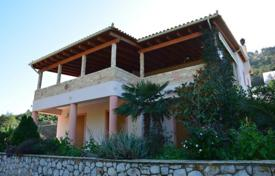 Houses with pools by the sea for sale in Korinthos. Villa in Peloponnese, Greece. Just 100 meters from the sea, garden, terrace with BBQ. Price reduced from 255000 €