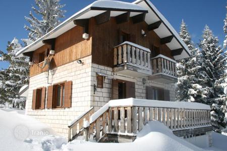 3 bedroom houses for sale in Abruzzo. Property in Moella mountains ski resort. Pretoro, Italy