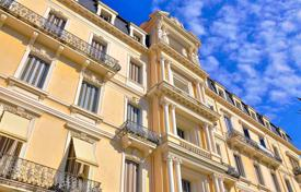 Cheap 2 bedroom apartments for sale in Côte d'Azur (French Riviera). Two-bedroom apartment with a balcony, in a historic building near the sea, Beaulieu-sur-Mer, France