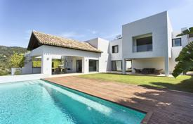 Luxury houses for sale in Malaga. Fabulous Contemporary Villa, Los Arqueros Golf, Benahavis