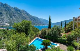 Duplex with private courtyard and pool in the Bay of Kotor for 315,000 €