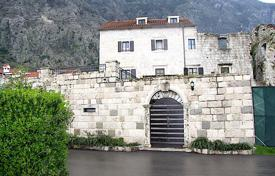 Luxury houses for sale in Kotor. Old luxury home in the suburbs of Kotor