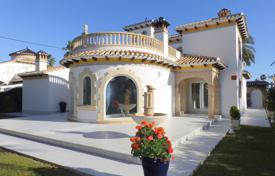 3 bedroom houses by the sea for sale in Costa Blanca. Furnished villa 300 meters away from the sea in Cabo Roig, Alicante, Spain