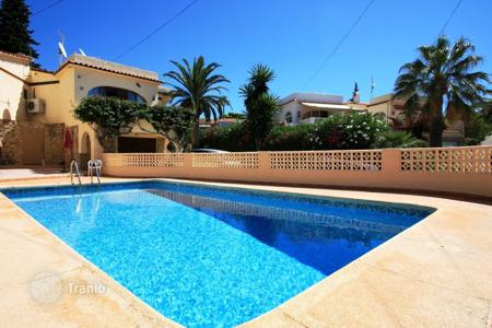 Cheap houses for sale in Valencia. Mediterranean style villa with swimming pool in Calp, Alicante