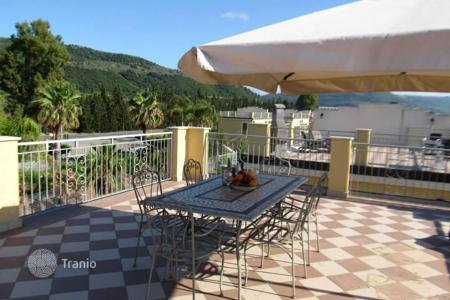 Apartments with pools by the sea for sale in Italy. Guaranteed rental income! Apartment with mountain views in a residence with a private beach, a water park and a tennis court in Pizzo