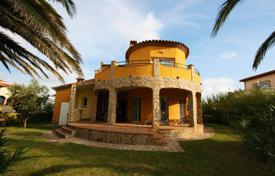 Houses with pools for sale in Torroella de Fluvià. Villa – Torroella de Fluvià, Catalonia, Spain
