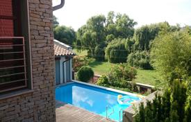 Houses for sale in Pest. Almost newly built villa close to Budapest! Quality, swimming pool, sauna, 7 rooms!